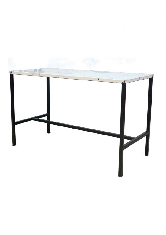 Veterinary basic operating/surgery table being designed for veterinaries. Table's top is made entirely in AISI 304 stainless steel.